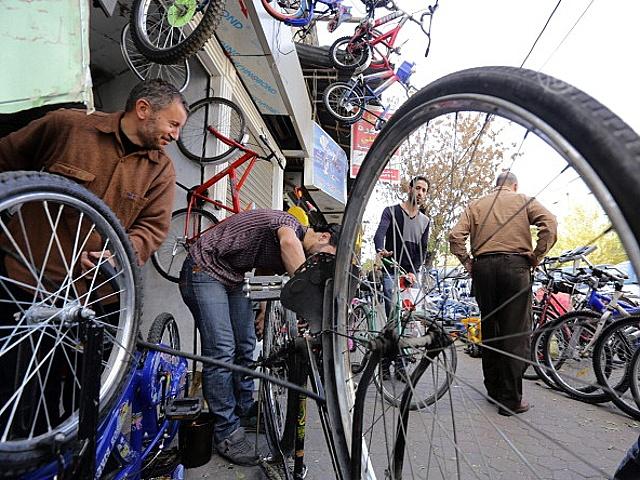 Молодёжь в Дамаске пересаживается на велосипеды