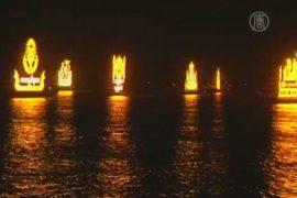 Лодки-драконы и фейерверки порадовали камбоджийцев