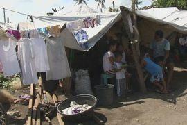 Через год после тайфуна люди всё еще в палатках