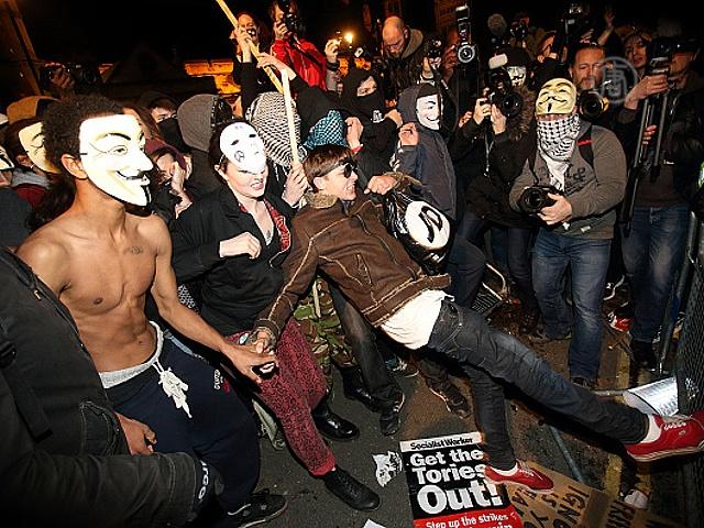 Ночь Гая Фокса в Лондоне отпраздновали протестом
