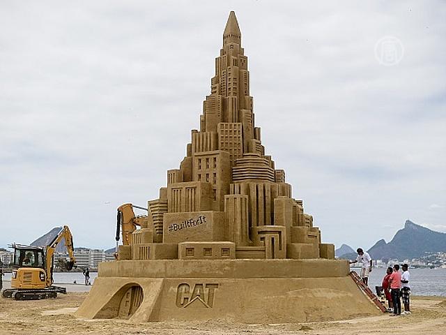 Энтузиасты построили гигантский замок из песка