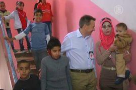 На окраинах Дамаска раздали гуманитарную помощь