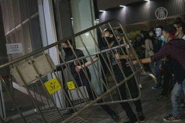 Протестующие в Гонконге ворвались в парламент