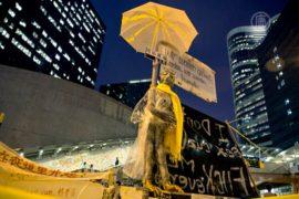 Активисты Гонконга собирают «протестное» искусство