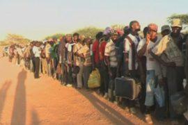 Кенийцы в страхе бегут в армейские бараки