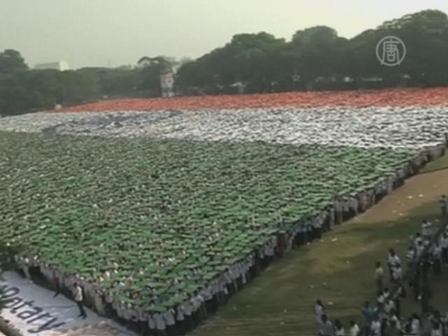 В Индии 50 000 человек сформировали флаг
