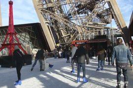 На Эйфелевой башне открылся ледовый каток