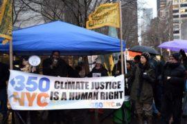 Активисты стойко перенесли непогоду ради климата