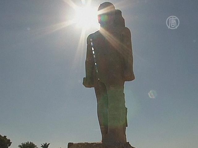 В Египте восстановили огромную статую фараона