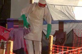 Больных Эболой детей веселят на Рождество