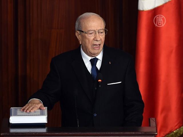 88-летний президент Туниса принял присягу