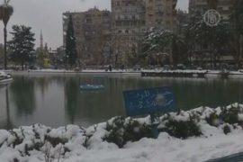 Жители столицы Сирии радуются снегу