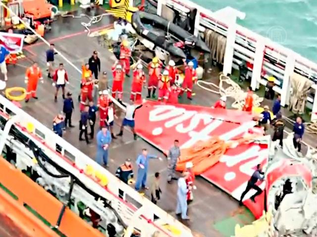 Бортовой самописец самолета AirAsia достали