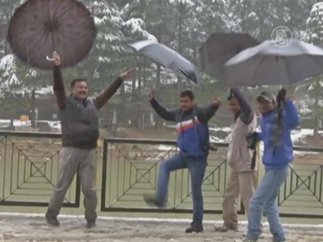 В Дхарамсале радуются снегопаду