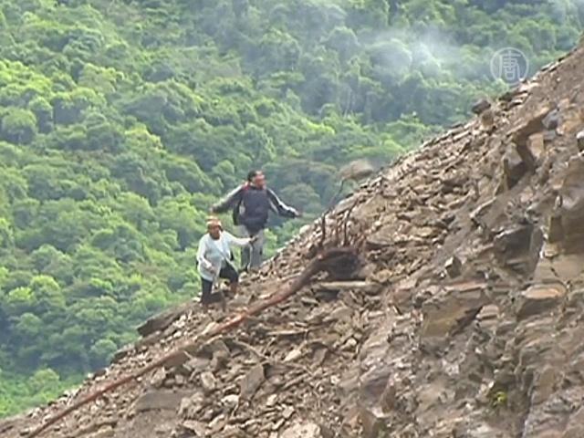 Боливийцы страдают от оползней