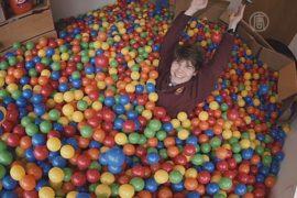В комнате у студента – 13 000 шариков