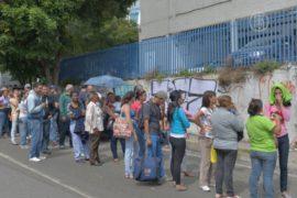 В Венесуэле продают места в очередях
