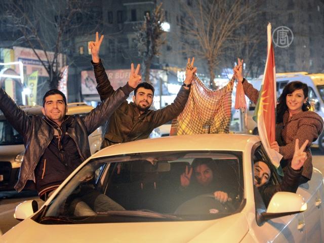 Курды празднуют освобождение Кобани