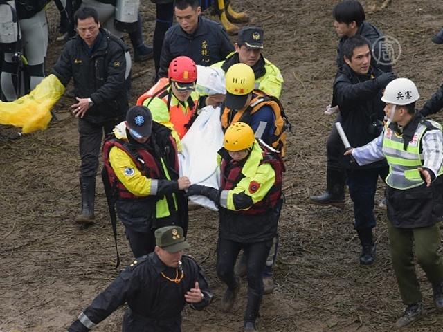 Число жертв авиакатастрофы в Тайване достигло 35