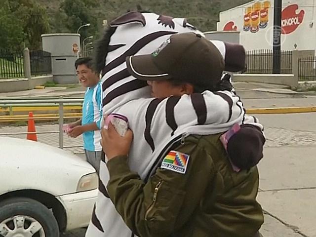 Жители Ла-Паса отметили «День объятий»