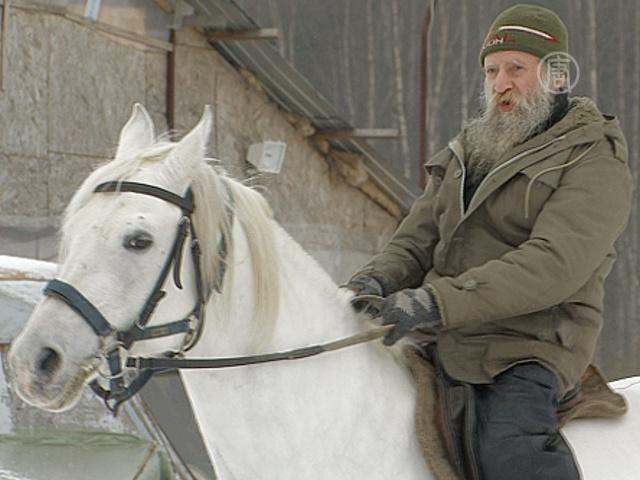 Слепой кавалерист укрощает строптивых лошадей