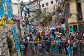 Велогонка в Чили: по крышам домов и автобусам
