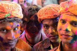 В Индии празднуют фестиваль красок Холи