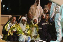 1000 мигрантов спасли в море за три дня