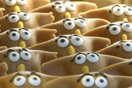 Голландия: в виде филина-агрессора пекут кексы