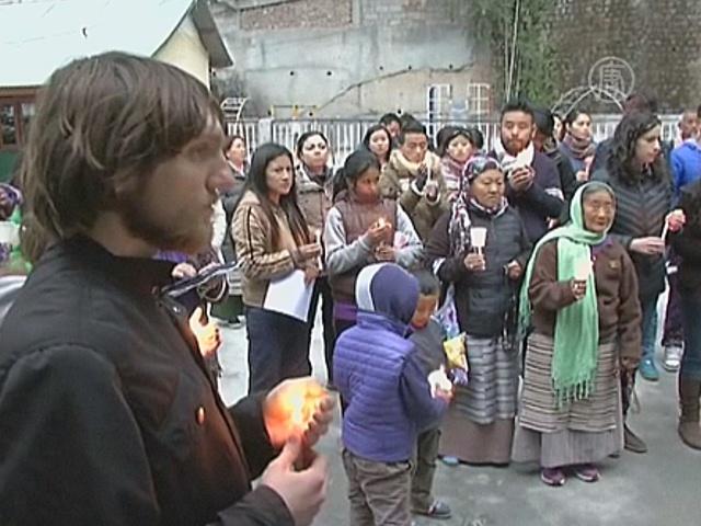 Тибетцы поминают жертв самосожжения