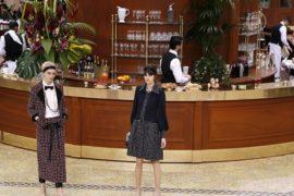 Chanel превратил подиум в ресторанчик