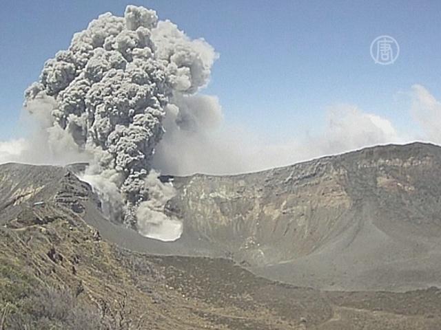 Вулкан Коста-Рики усыпал пеплом столицу
