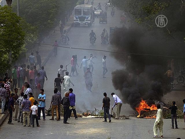 После терактов в Пакистане вспыхнули беспорядки