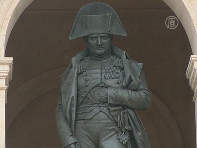 Обновлённая статуя Наполеона вернулась в музей
