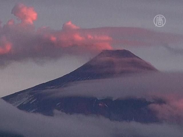 От вулкана Вильяррика ждут новых извержений