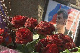 40 дней с даты гибели Немцова: цветы на мосту