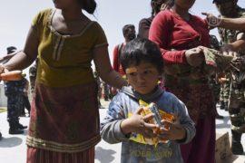 В отдаленные регионы Непала доставили еду