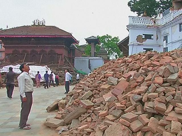 Непал: жертв землетрясения почти 9000