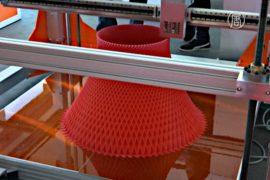 Авто, еду и мебель печатают на 3D-принтере