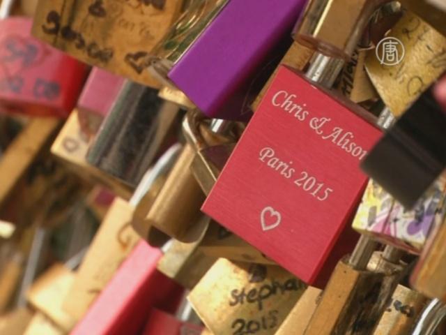 «Замки любви» попадают под запрет в Париже