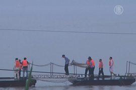 На реке Янцзы продолжаются спасательные работы