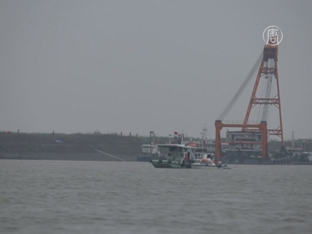На реке Янцзы больше не надеются найти выживших