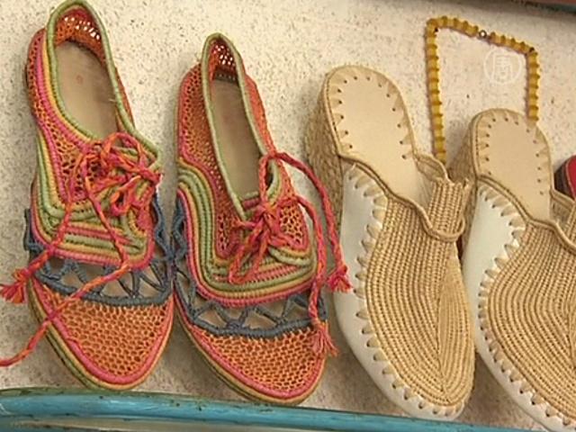 Где и как производят обувь из рафии?