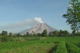 Суматранцев эвакуируют из-за вулкана Синабунг