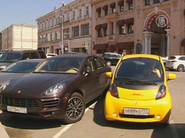 На дорогах Москвы осваиваются электрокары