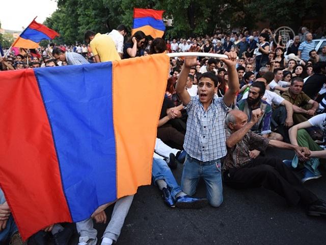 Ереван: протесты превратились в сидячую забастовку