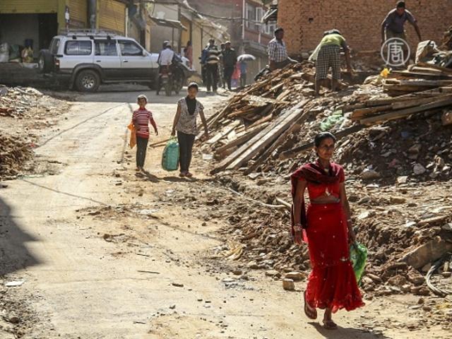 ООН платит непальцам за восстановительные работы