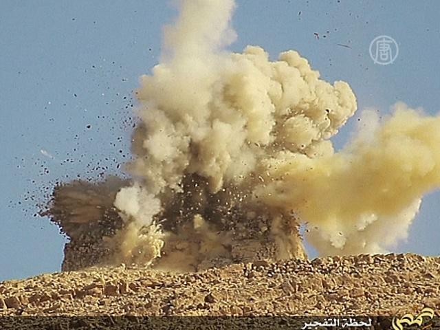 Боевики ИГ взорвали два мавзолея в Пальмире