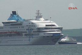 Круизный лайнер столкнулся с российским танкером