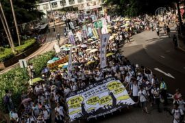 Тысячи гонконгцев вышли на протест